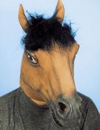 Du kan købe den her hestemaske på ekostumer.dk.